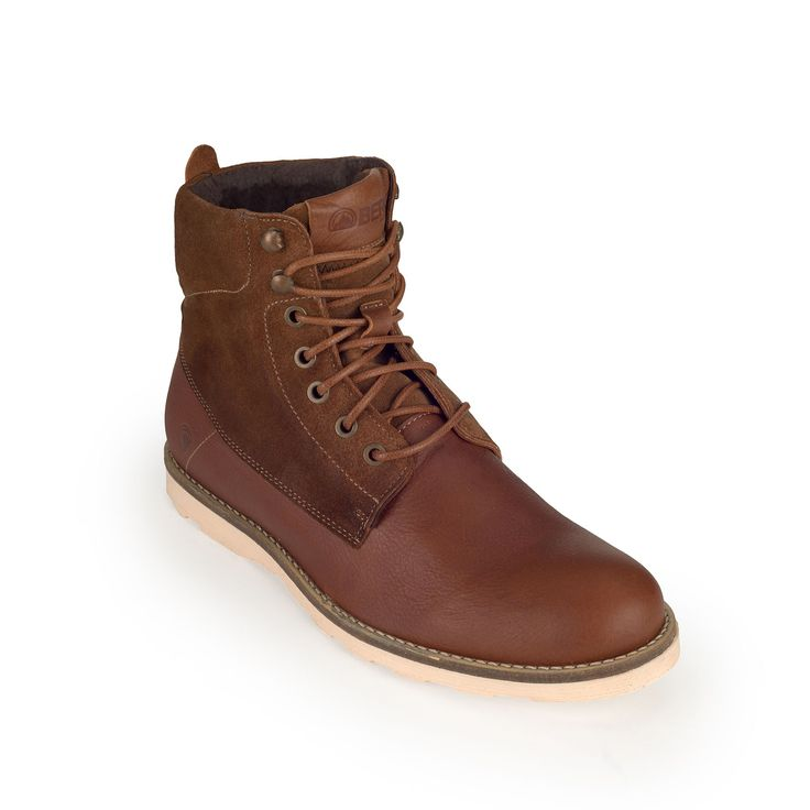 Style meets comfort in this contemporary hybrid boot with a trendy outsole, perfect for wandering around town.
