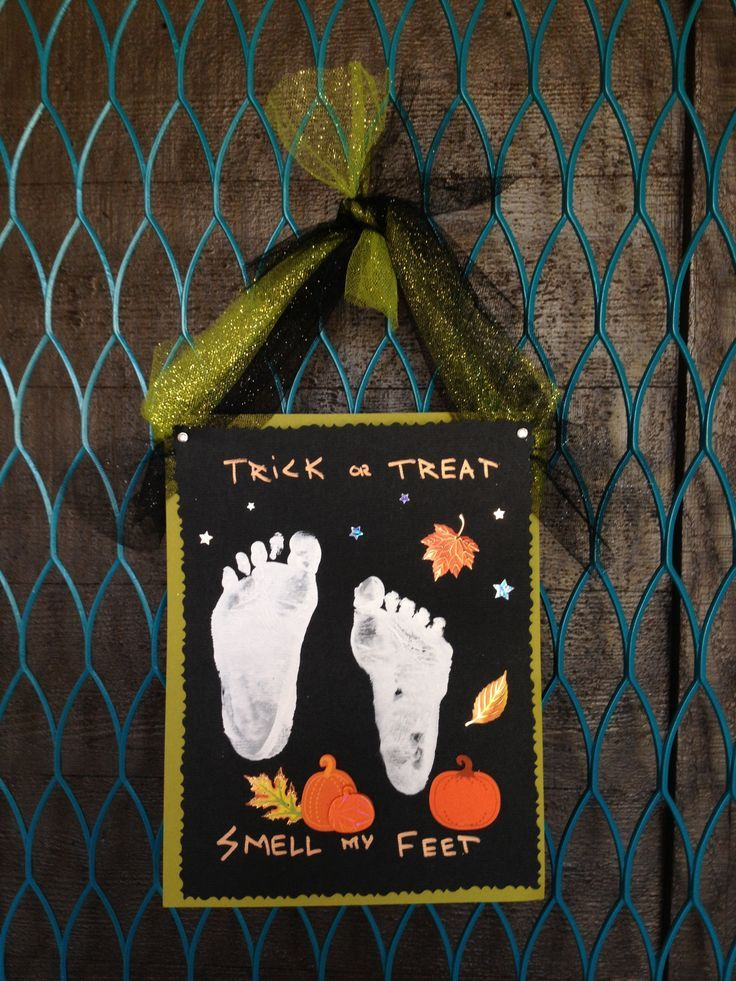 Easy Halloween Trick or Treat Smell My Feet footprint kids craft