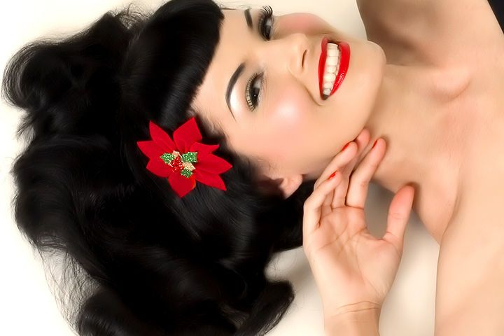 Perfect bangs Bettie Page style long dark hair brown/black wavy volume <3
