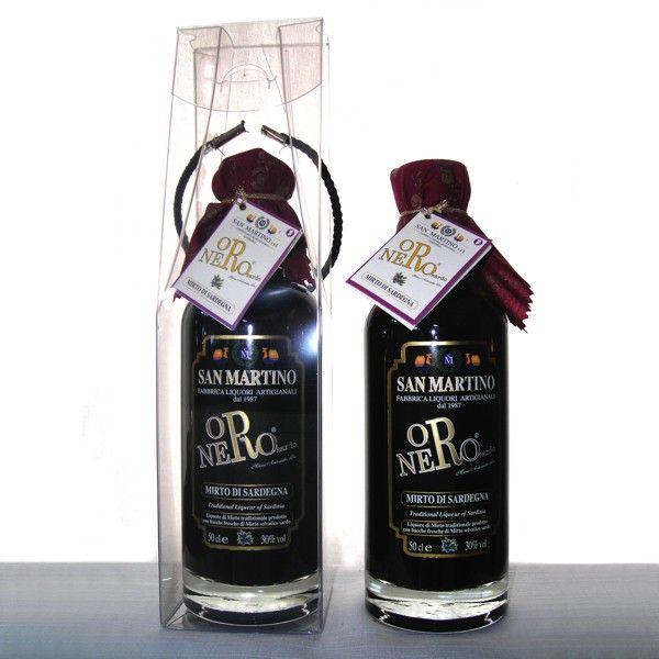 Liquore di mirto, ottenuto da una maggiore concentrazione di bacche selvatiche nere, che conferiscono un colore intenso, un aroma e un sapore unico.
