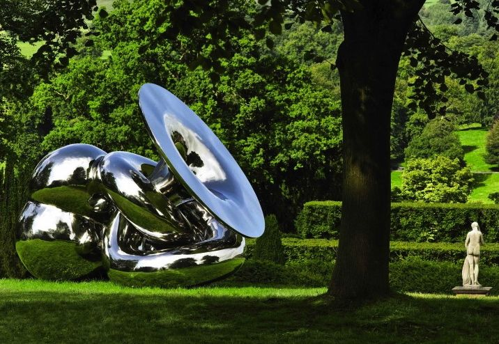 Richard Husdon - EVE, 2010. Polished Mirrored Steel H250cm