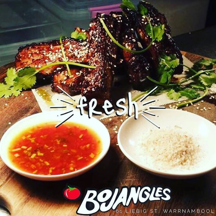 Yummo...our new Asian glaze lamb ribs with house made nam jim dipping sauce and fragrant asian salt are to die for. Available as an entree for 1 or share for 2. Just one of the new additions to the new menu. Come in and see them all for yourselves. #Bojangles #eat3280 #destinationwarrnambool http://ift.tt/2hvTWzF