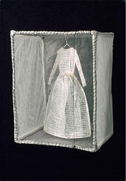 Serena Buschi : (2001) Wire, glassine, thread, mylar