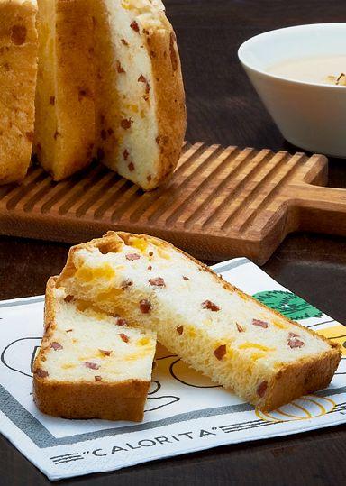 サラミチェダーブレッド のレシピ・作り方 │ABCクッキングスタジオの ... シンプルな生地に、サラミとチェダーチーズを混ぜ込んで焼き上げます。 そのままでも、スープやサラダと合わせて、お食事にも良く合います。 チェダーチーズのオレンジ ...