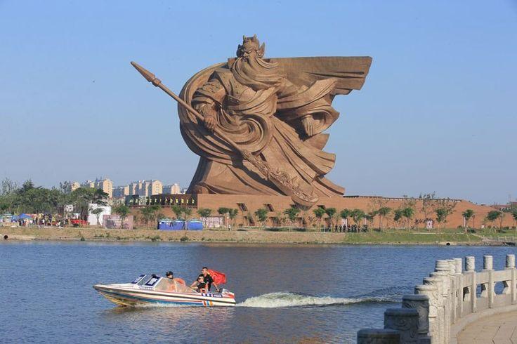 Estátua gigante consagra general chinês que criou arma-símbolo do kung fu - Mega Curioso