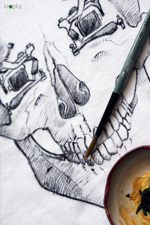 Mens Skull tee Hand painted tattoo skull tshirt by KropkaDesign#skull #czaszka #tatooidea #detal #painting #art #koszulkamalowana #handpainted #kropka
