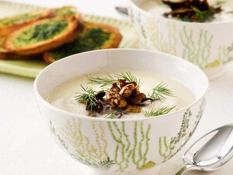 Blomkålssoppa  med kantareller och dilltoast Receptbild - Allt om Mat