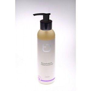 True Delight Plum Purity Makeup Remover 150 ml  Plum Purity er en ren, naturlig og allergivenlig rense gel, der blidt med effektivt fjerner make-up og snavns, uden af skade den skrøbelig hudbalance. Efterlader en friskhed på huden.   En af de vigtige ingredienser er bla. blomme olie som er rig på anti oxidanter såsom e - vitamin. Den forbedre også hudens elasticitet.  Anvend gelen på en fugtet hud, og tør efter med en fugtet vatrundel. kan bruges tæt på øjenomgivelserne.