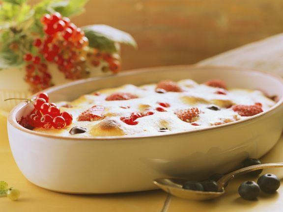 Beeren-Topfenauflauf ist ein Rezept mit frischen Zutaten aus der Kategorie Käse. Probieren Sie dieses und weitere Rezepte von EAT SMARTER!