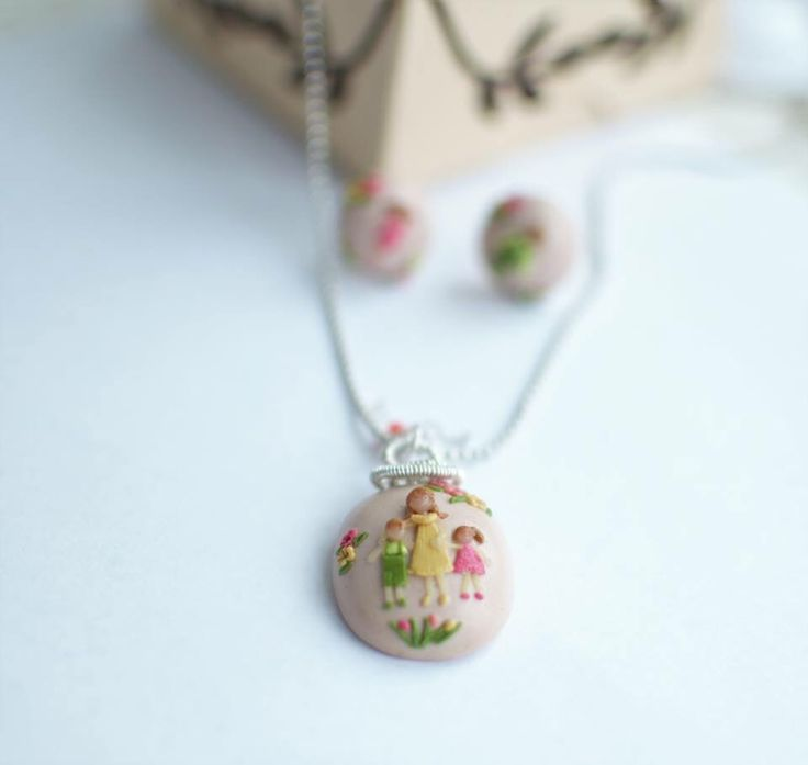 Nice and delicate clay necklace with a mother and 2 children. Polymer clay. Wire and silver sterling.
