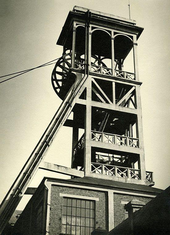 Werner Mantz (1901-1983) 'Förderturm – Im Auftrag der Staatsmijnen Heerlen/Niederlande' 1937