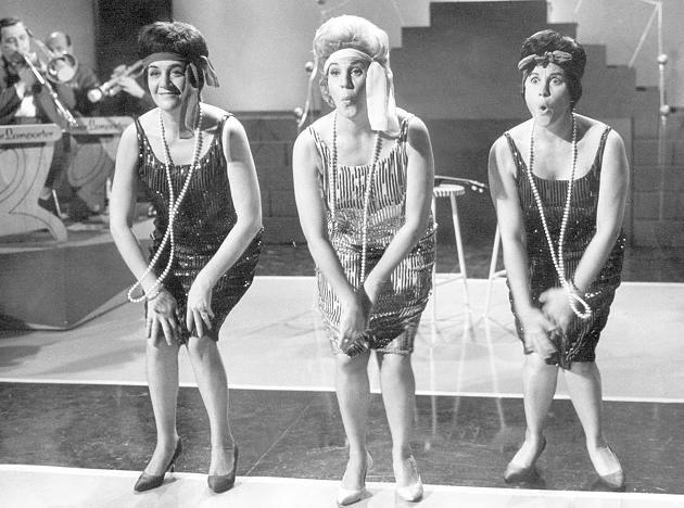 Die amerikanischen Schwestern LaVerne Sofia (l-r), Maxene Angelyn und Patty (Patricia) Marie Andrews, bekannt als The Andrews Sisters, in den 50er-Jahren