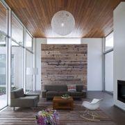 Образец современной архитектуры с использованием природных элементов.