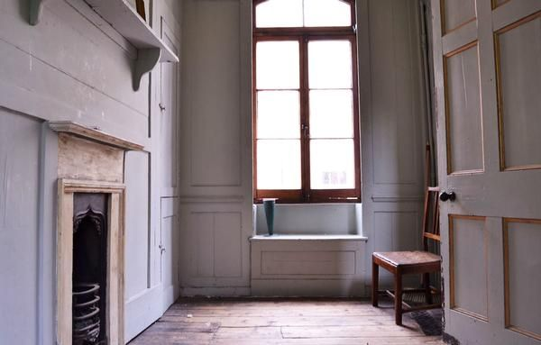 Lavish Locations. Huguenot townhouse in Spitalfields. Window bench