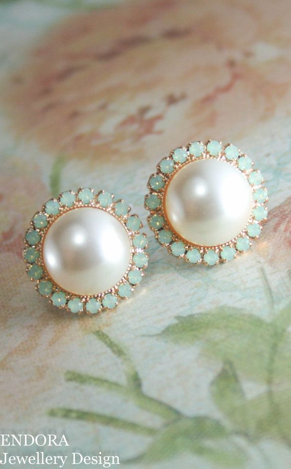 Pearl and crystal earrings | cream and mint wedding | big pearl earrings | mother of the bride earrings | mother of the groom earrings | www.endorajewellery.etsy.com