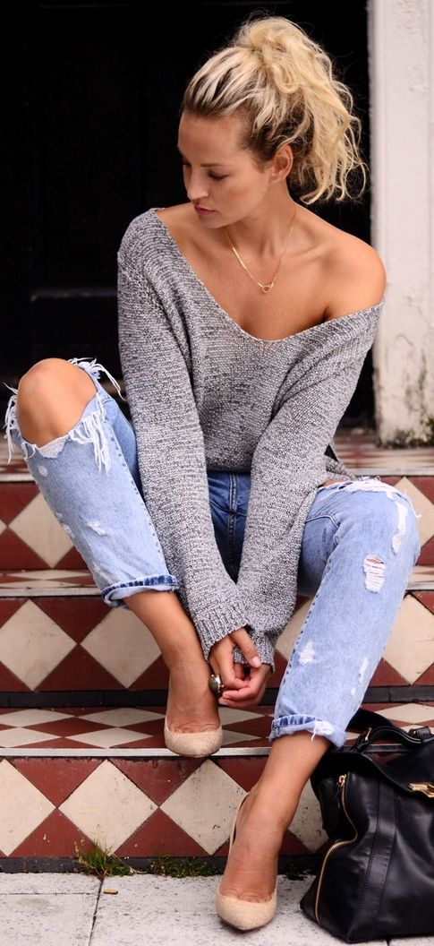 Spring / Summer - Fall / Winter - street chic style - light gray oversized v-neck sweater + light denim ragged cropped jeans + nude stilettos: