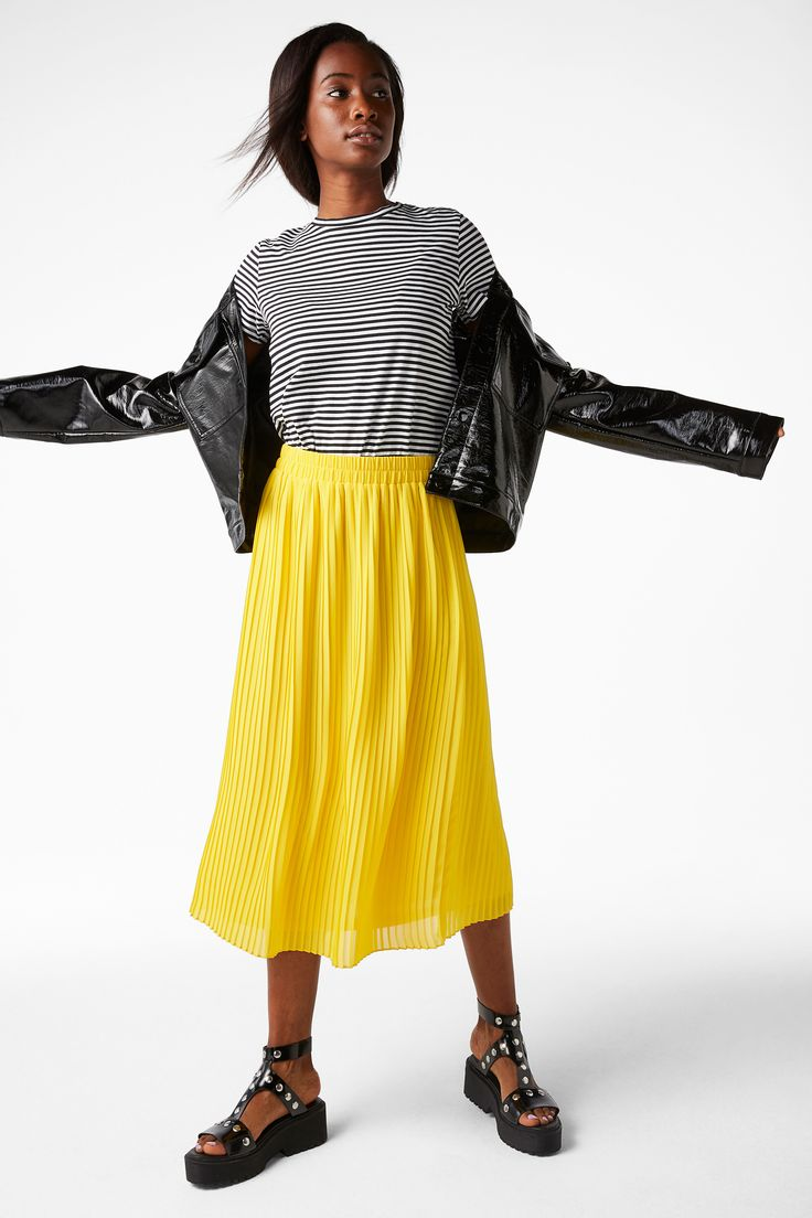 Pleats galore! This flirty midi skirt flows like a dream and fits like one too. Double sewn elasticated waistband.