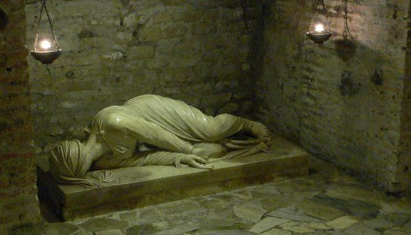 """The catacombs of St. Callixtus are among the greatest and most important of Rome. They originated about the middle of the second century and are part of a cemetery complex which occupies an area of 90 acres, with a network of galleries about 12 miles long, in four levels, more than twenty meters deep. In it were buried tens of martyrs, 16 popes and very many Christians."