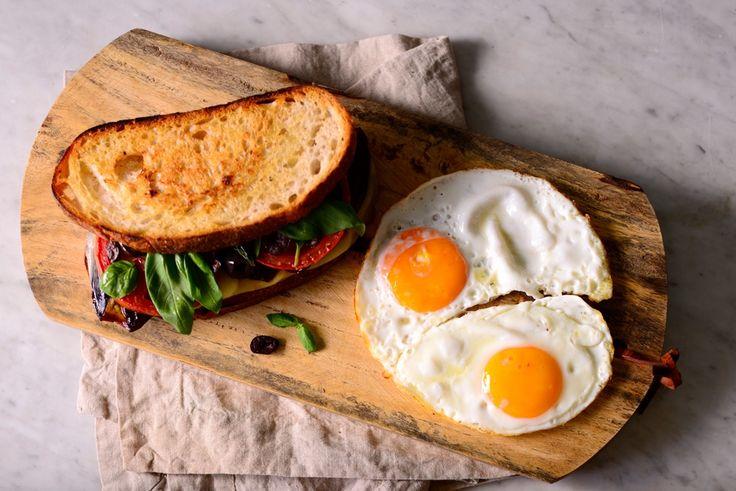 Fırınlanmış Patlıcanlı Sandviç #fırınlanmışpatlıcan #patlıcan #sandviç #kahvaltı #breakfast #yumurta #egg #tarif