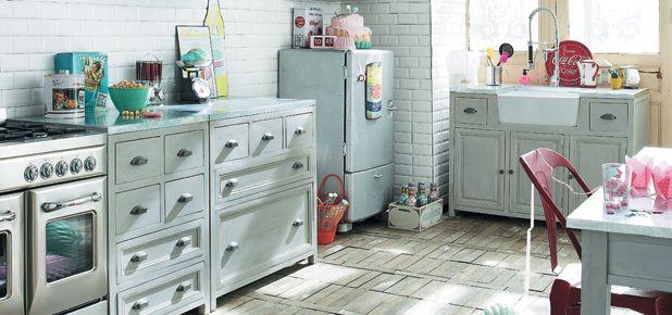 12 tips para amueblar y decorar cocinas rústicas de casas de campo: Sustituye los muebles altos por armarios abiertos