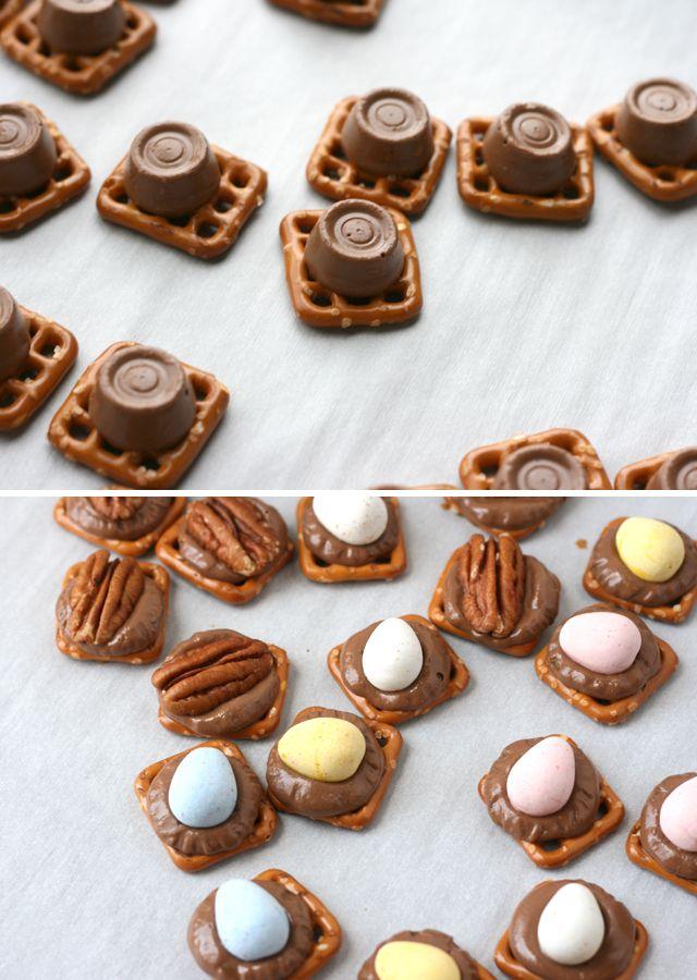 We love Cadbury's mini eggs! Check out this simple treat using Cadbury mini eggs, pretzels and rolos! Capturing-Joy.com #easterrecipes #easytreats