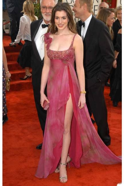 Anne Hathaway Jan 19, 2003 at the 60th Annual Golden Globe Awards, wearing Elie Saab