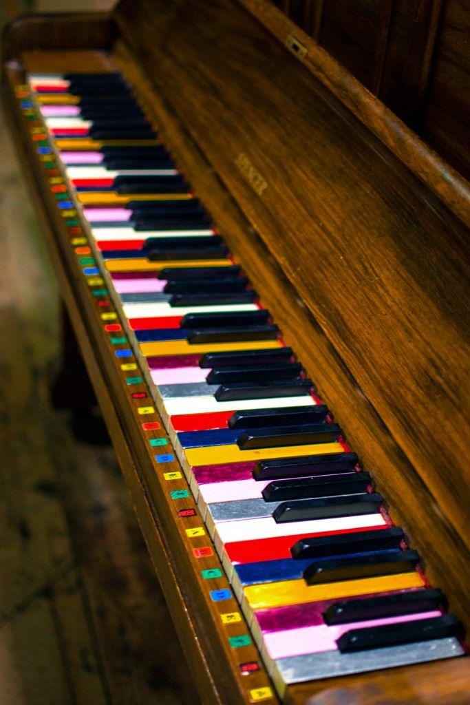 Note di colore | Dimensione: 136.99k | Risoluzione: 683x1024 | Copyright:   | Nikon Club Italia Forum > Galleria > Note di colore > pianoforte con tasti colorati, quasi a ricordare come la musica possa divenire colore...