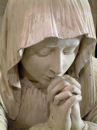 Marie-madeleine priant, durant la mise au tombeau du Christ (1496), par Michel Colombes, sculpteur de l' école de Tours;