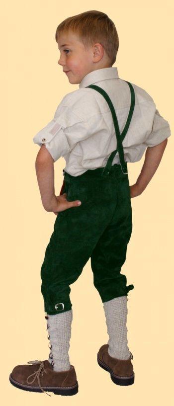 ... für urige Buam! Traditionelle #Buben_Lederhose aus weichem Veloursleder, mit Tellernaht und schicken Eichlaubstickereien!      ~ #Kniebundlederhose mit Stegträgern ~  2 Seitentaschen mit grünen Eichenlaub verziert ~  Kniebund mit Schnallen