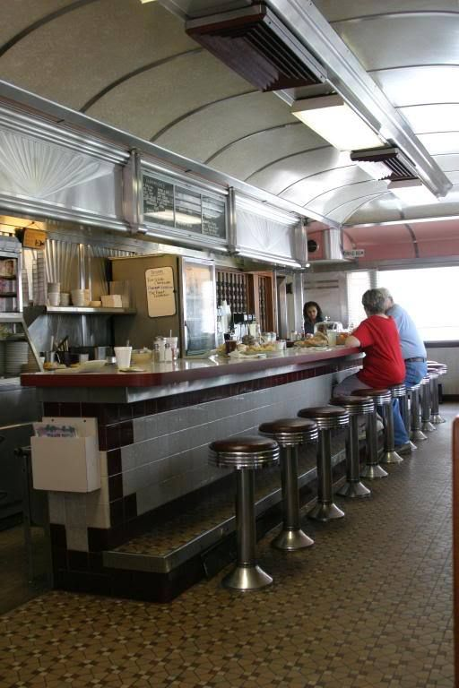 The Vale-Rio diner was built in 1948 by Paramount. We took these photos before…