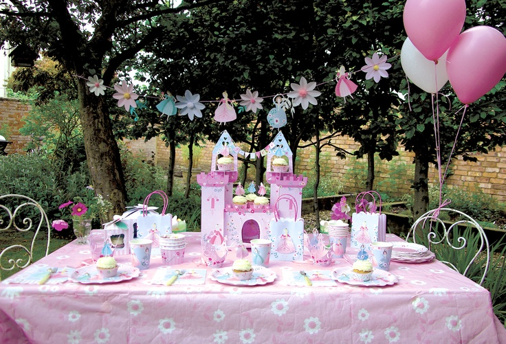 i 39 m a princess party table fiestas de princesa pinterest kid kids party themes and children. Black Bedroom Furniture Sets. Home Design Ideas