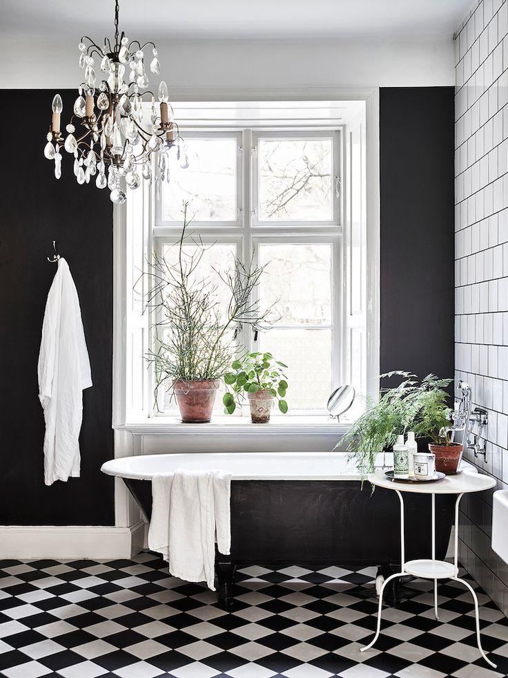 VINTAGE AND FRENCH -  checkerboard floor, black bathtub