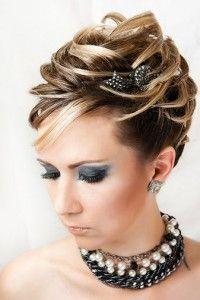 Укладка волос в студии La-Mer  Весь комплекс по уходу за волосами в салоне красоты La-Mer: праздничная, Укладка волос в студии La-Merделовая и повседневная укладка волос по доступным ценам. Профессиональные мастера по стилистике волос студии колористики и маникюра La-Mer готовы порадовать вас укладкой, которой вы останетесь довольны.