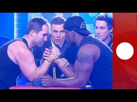 Rugby-Spieler bricht sich den Arm live im Fernsehen. - SumoWave  #leute https://sumowave.com/rugby-spieler-bricht-sich-den-arm-live-im-fernsehen/