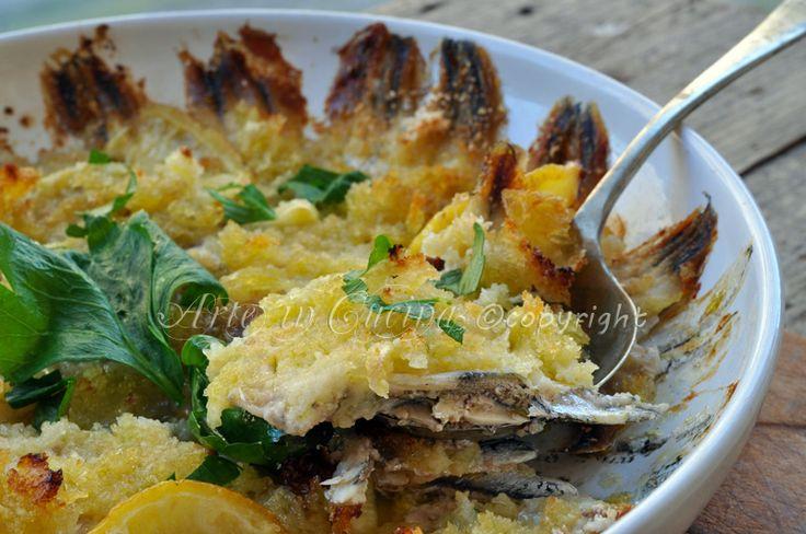 Alici in tortiera ricetta napoletana, alici al limone al forno, ricetta secondo facile, veloce, antipasto, tortino di alici al limone, ricetta leggera, menu a base di pesce.
