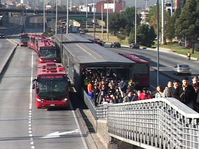 Bus Rapid Transit: Bogotá on Vimeo