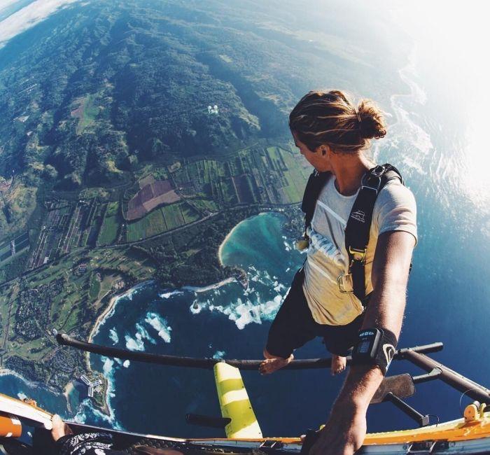 Saut en parachute, plongée sous-marine... Un EVJF sportif pour une future mariée casse-cou