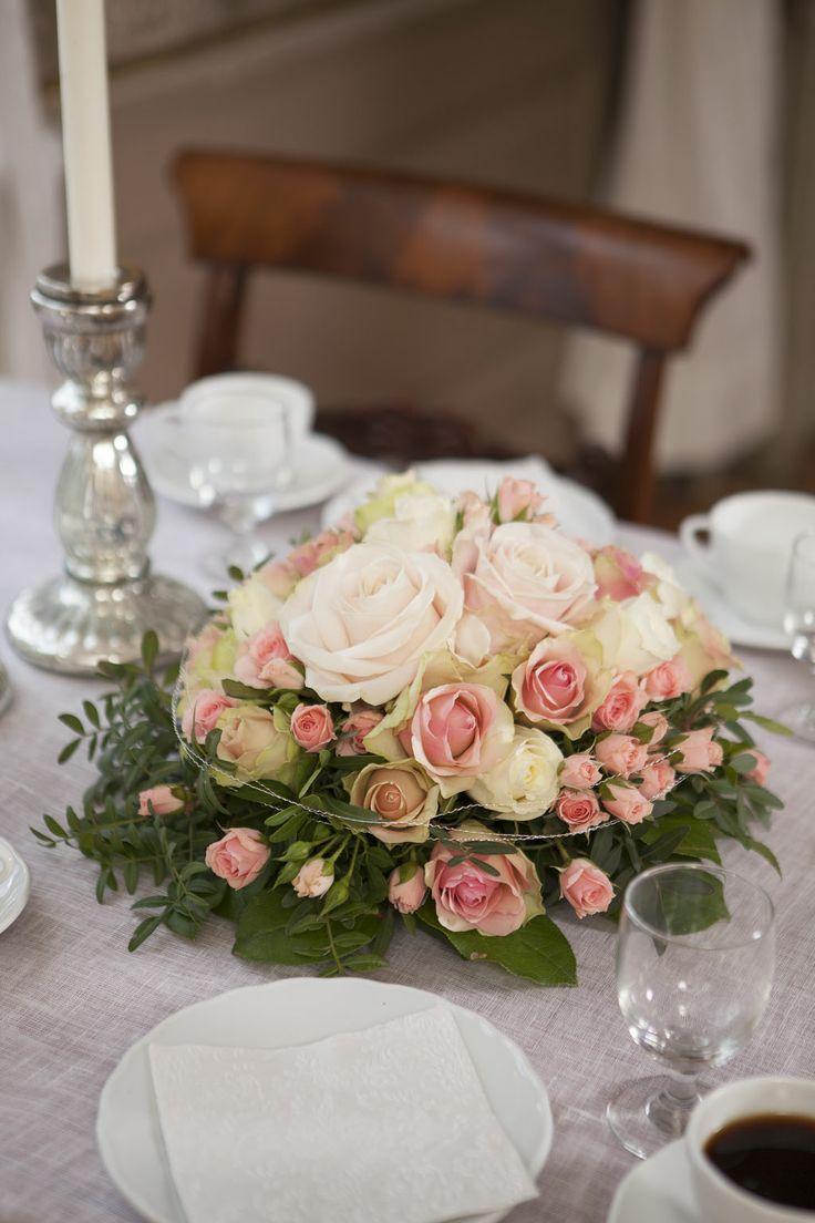 Vakker borddekorasjon til konfirmasjon, bryllup eller annet jubile:  https://www.mestergronn.no/blogg/tips-til-hvordan-pynte-konfirmasjonsbordet/
