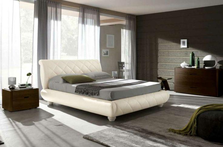 cama de cuero blanco en el dormitorio moderno