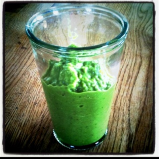 Mmm...Green smoothie with celery, Apple, spinach, mango & almonds!