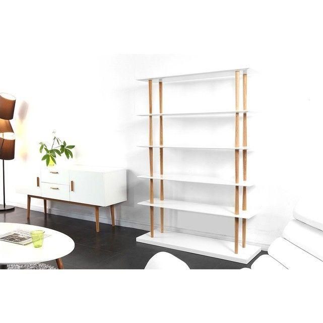 Si vous cherchez un beau bureau dans le style scandinave, la bureau chêne et blanc 120cm GILDA est fait pour vous. Très élégant, ce bureauchêne et blanc 120cm GILDAest un beau meuble design. Son grand plateau de 120 cm de longueur repose sur quatre pieds en chêne massif, légèrement inclinés pour une silhouette parfaite. Le bureauchêne et blanc 120cm GILDA dispose d'un tiroir de 41.5 x 9.7 cm, parfait pour y ranger les dossiers et le courrier. Dans votre bureau, salon ou chambre, ...