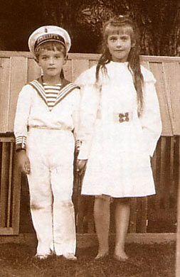 Anastasia and Alexei, c. 1909. #Russian #history #Romanov