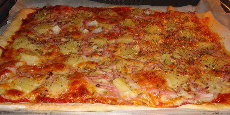 Pizza med skinke og ananas