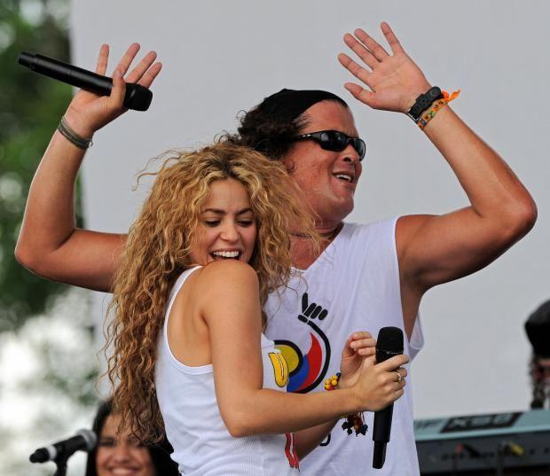 Carlos Vives se disculpa publicamente con Shakira [Video] - http://www.notiexpresscolor.com/2016/12/05/carlos-vives-se-disculpa-publicamente-con-shakira-video/