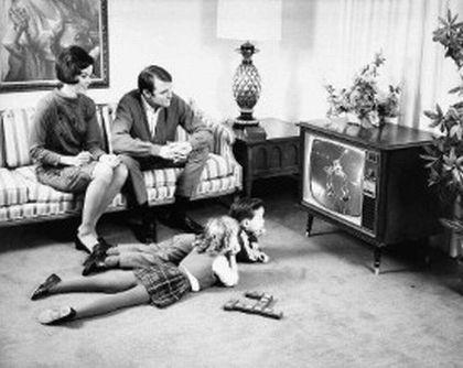 zwartwit-TV jaren 60.jpg  Niks afstandsbediening, opstaan en knop indrukken.