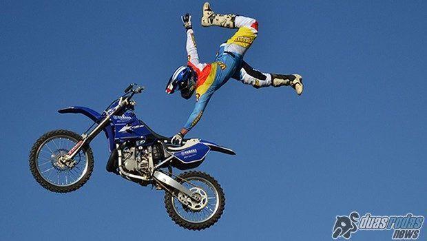Freestyle motocross entra em ação por causa beneficente