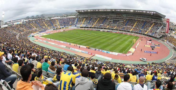 @UDLasPalmas El Estadio de Gran Canaria es un estadio de fútbol ubicado en el barrio de Siete Palmas de Las Palmas de Gran Canaria, España. En este estadio juega sus partidos como local la Unión Deportiva Las Palmas, equipo de fútbol español #9ine