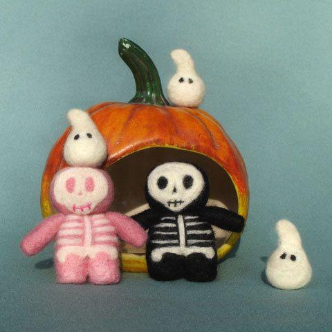 Halloween pattern Skeleton buddies & Ghosts Toys needle felt tutorial