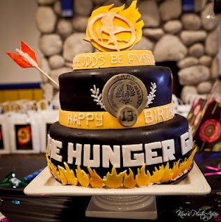 Hunger Games cake!: Hunger Games3, Birthday Parties, Awesome Cakes, Favorite Birthday, Hungergam, Favorite Recipes, Hunger Games Cakes, The Hunger Game, Birthday Cakes