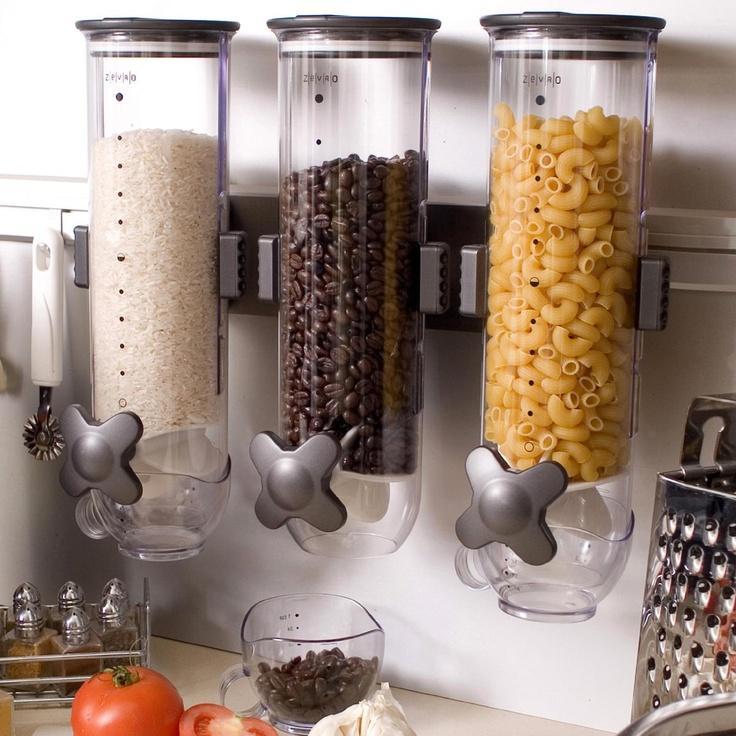 Dried food dispenser